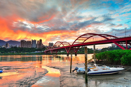 taiwan newtaipeicity bali sunrise guandubridge danshuiriver reflection sky cloud boat scenery outdoors 台灣 新北市 八里區 關渡橋 日出 晨曦 晨彩 火燒雲 龍米路 快艇
