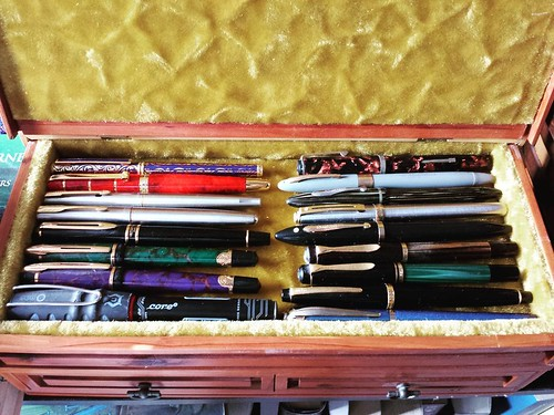The wood box I bought last week is perfect storage for my fountain pens! #fountainpen #antiquebox