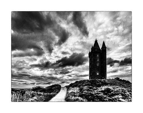 scrabo tower country park newtownards mono bw blackandwhite blancoynegro noiretblanc dark clouds evening night fall hill path light shadow