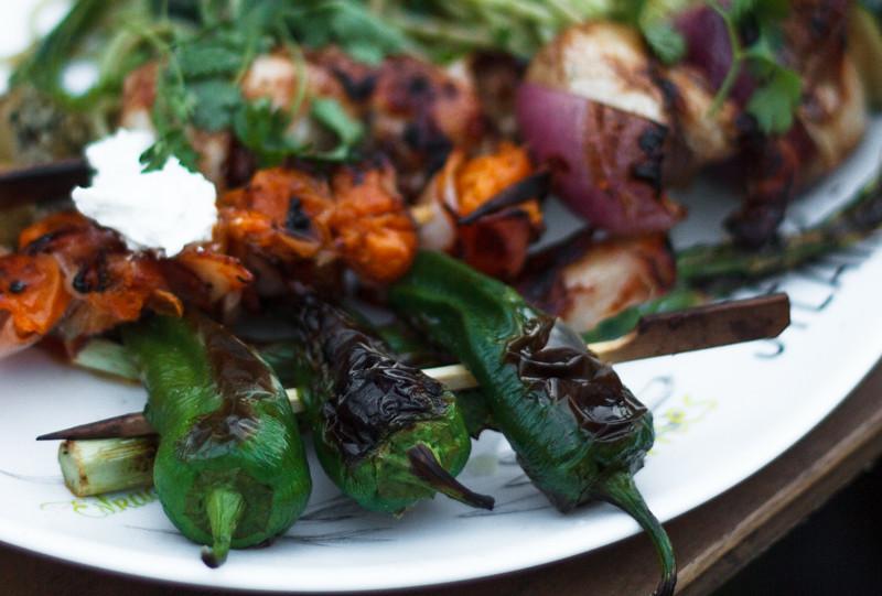 Gemüsebeilagen zum Grillen BBQ im Sommer Pimientos