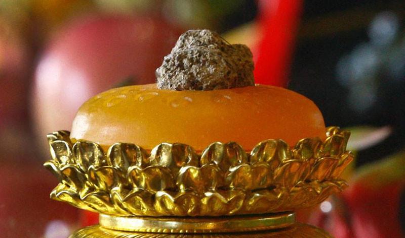 Obyek yang diduga relik tulang tengkorang Buddha gotama yang ditemukan di bekas Vihara Da Bao'en di Nanjing, Tiongkok.