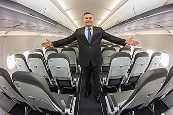 JetSMART Estuardo Ortíz CEO en avión (JetSMART)