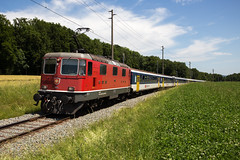 CFF Re 420 145 avec rame VU I. à Bure