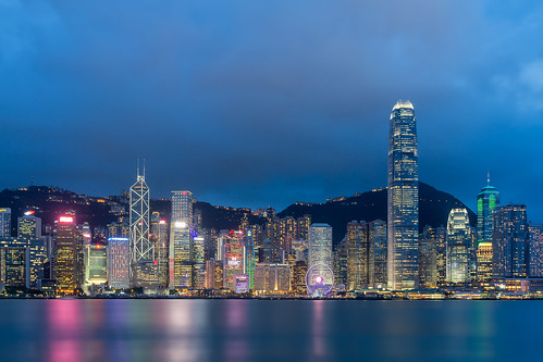 hongkong hongkongisland internationalfinancecentre ifc central avenueofthestars tsimshatsui kowloon bluehour cityscape citylandscape city citycentre citylights architecture victoriaharbour sky