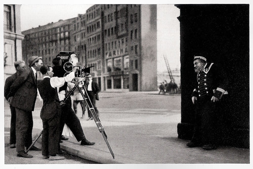 Emil Jannings during the shooting of Der letzte Mann (1924)