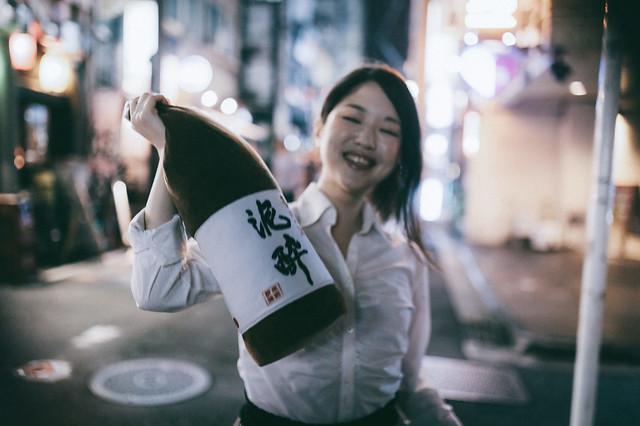 酒豪、醉鬼們的必備居家用品~ 【一升瓶抱枕】熱烈好評再登場!!!