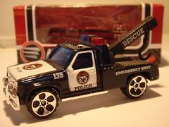 REALTOY GMC SIERRA NO19 TOW TRUCK POLICE EMERGENCY UNIT MATCHBOX COPY 1/64