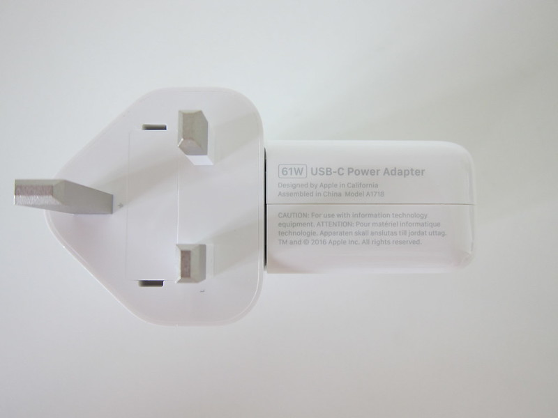 Apple 61W USB‑C Power Adapter - Bottom