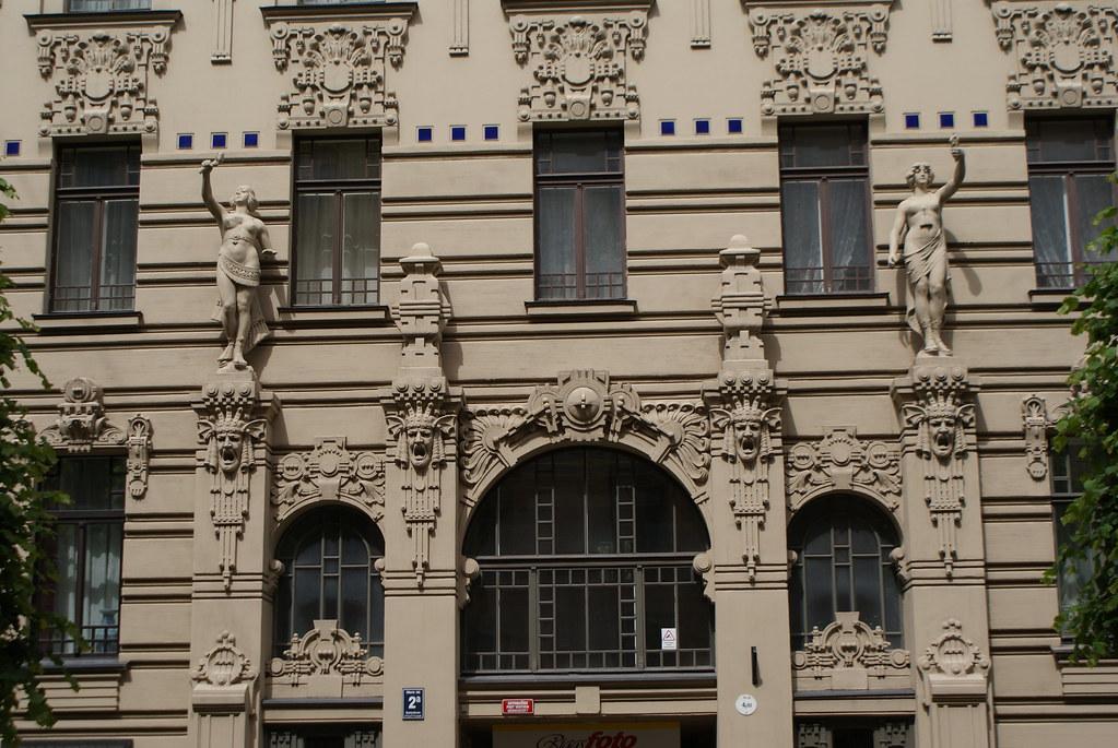 Façade monumentale dans le quartier Art Nouveau de Riga.