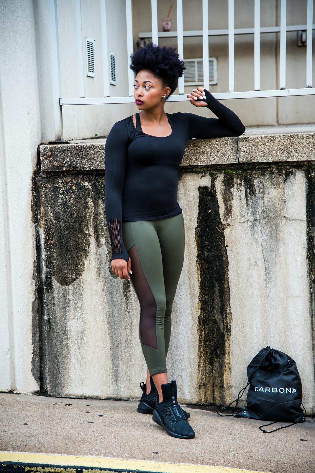 how to style khaki leggings