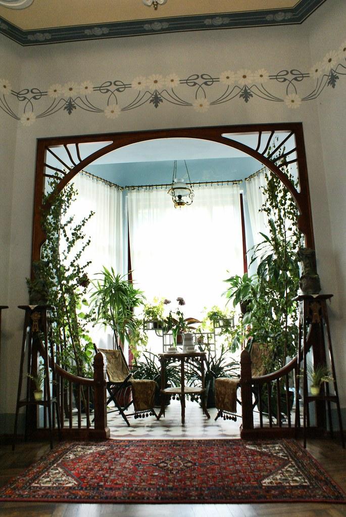 Belle alcove végétalisée dans le salon du musée art nouveau de Riga.