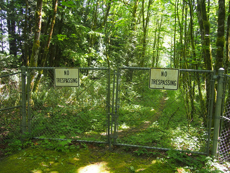 """No Tresspassing"": The official end of the Snoqualmie–Preston Trail."