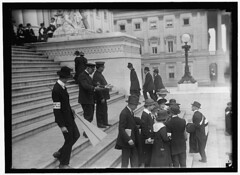 Pacifists gather on Capitol steps: 1917