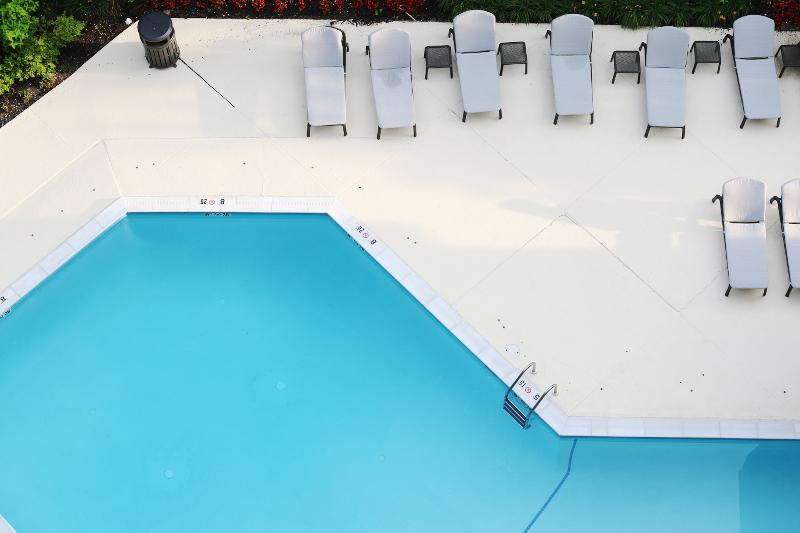 sheraton-norfolk-waterside-pool-9