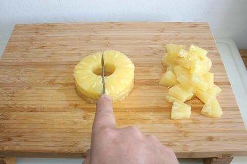 24 - Ananas würfeln / Dice pinapples