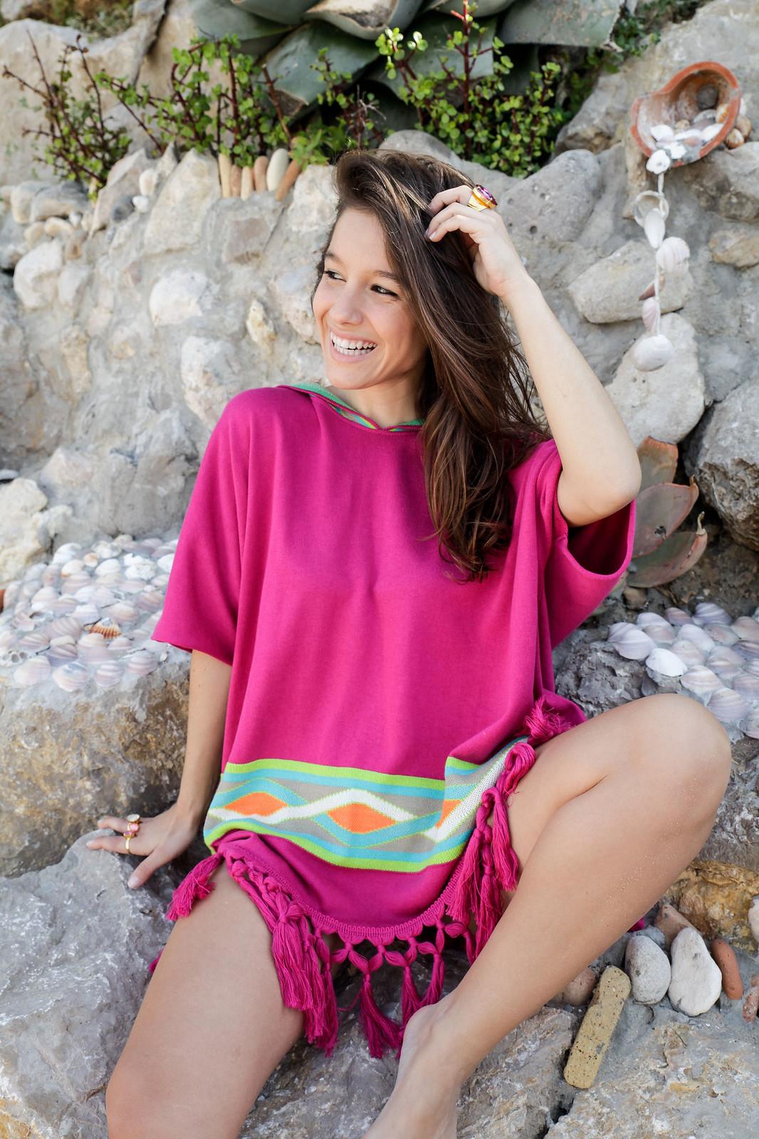 01_Poncho_rosa_RÜGA_Laura_Santolaria_Theguestgirl_Ambassador_influencer_barcelona