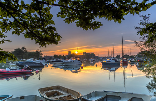 christchurch priory quay boat yacht tree sun sunrise river stour