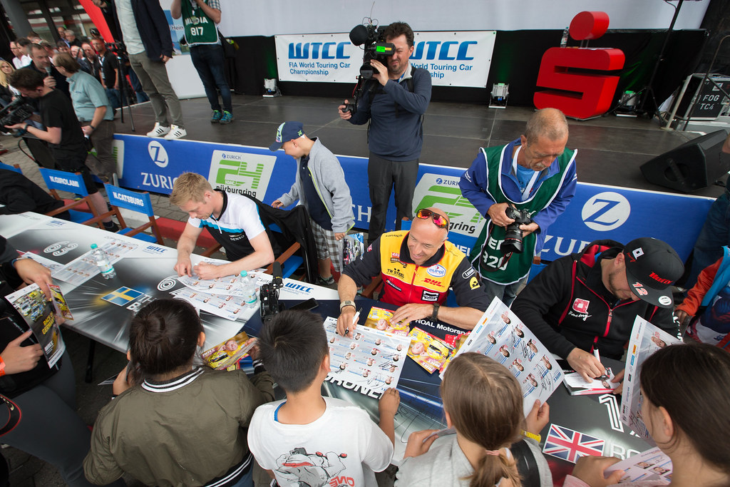 ambiance autograph session HUFF Rob (gbr), Citroen C-Elyse´e team ALL-INKL.COM Munnich Motorsport, ambiance portrait CORONEL Tom (ned), Chevrolet RML Cruze team ROAL Motorsport, ambiance portrait during the 2017 FIA WTCC World Touring Car Race of Nurburgring, Germany from May 26 to 28 - Photo Antonin Vincent / DPPI