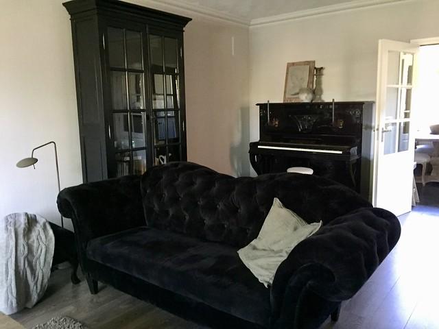 Zwarte bank piano kast