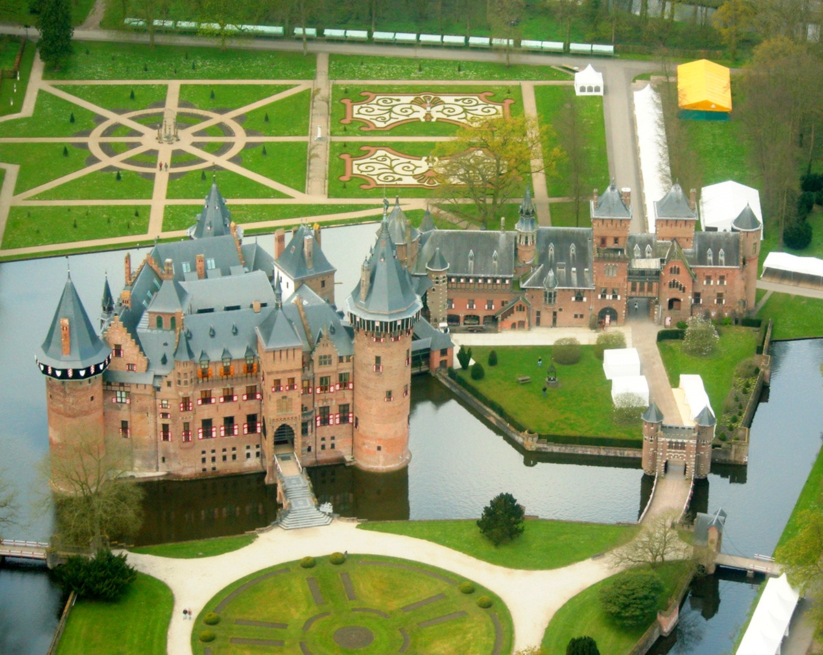 Castle de Haar aerial view. Credit Jan Koning