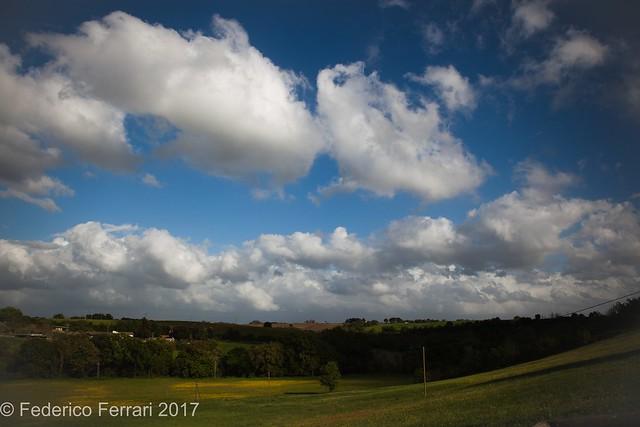 Paesaggio cielo nuvole Tomba dei leoni ruggenti