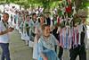 Nach dem Gottesdienst und dem Gruppenfoto der Kirchweihgesellschaft marschiert der Festzug in die Badnerlandhalle