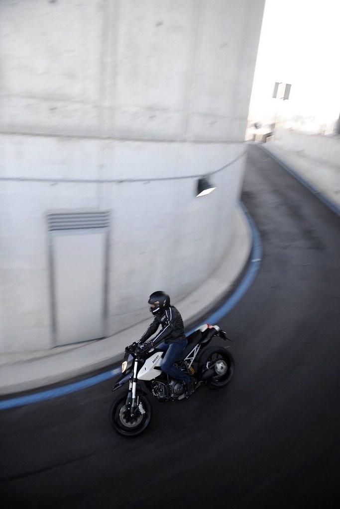 Ducati HM 796 Hypermotard 2010 - 13