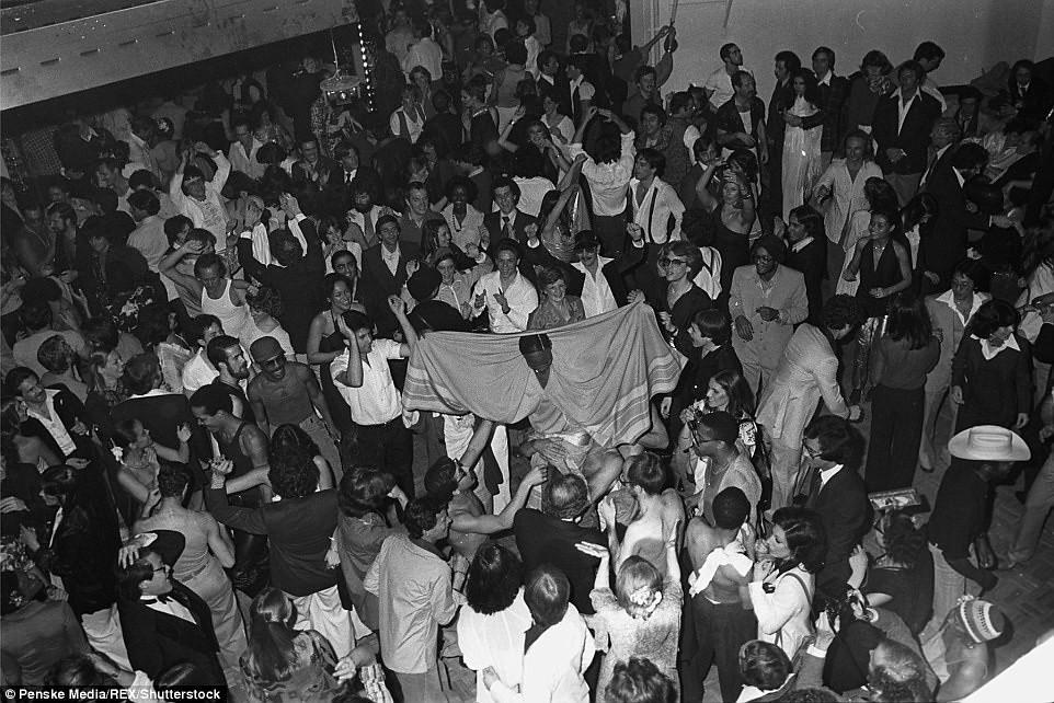 70年代美國紐約傳奇夜店「Studio 54」,政商名流性解放、嬉皮爆棚的 Disco 盛世4
