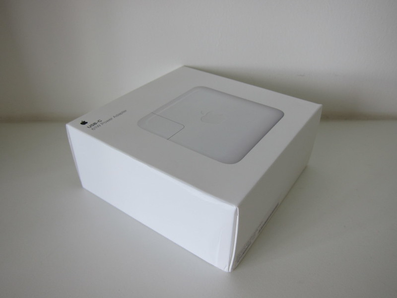 Apple 61W USB‑C Power Adapter - Box