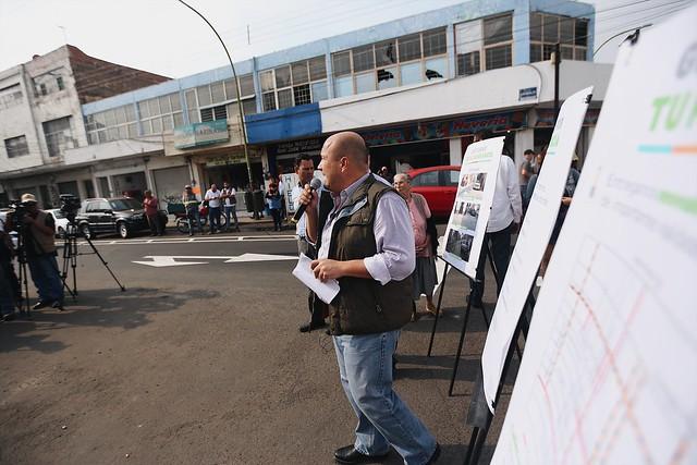 31 May 2017 . El Presidente Municipal Enrique Alfaro visita las obras de repavimentación de calles principales de la zona centro