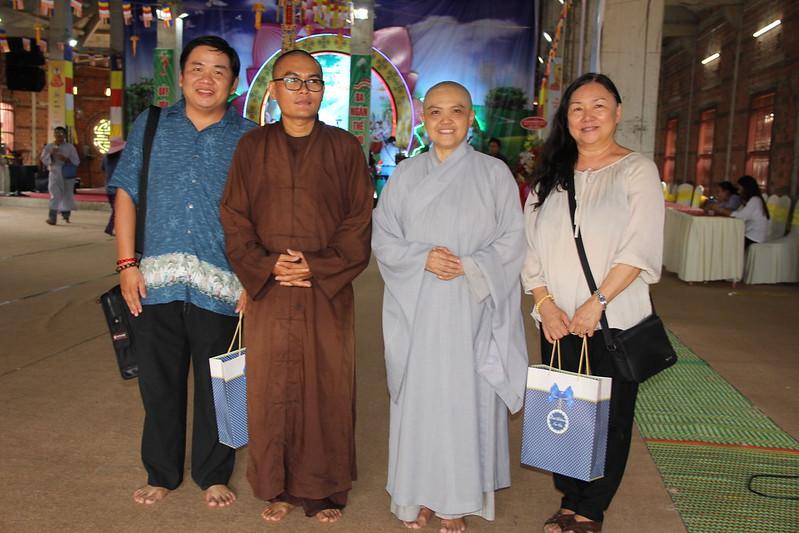Giáo Sư Dương Hoàng Lộc - Đại Đức Thích Đạo Quang - Ni Sư Hương Nhũ - Giáo Sư Tiến Sĩ Trần Hồng Liên