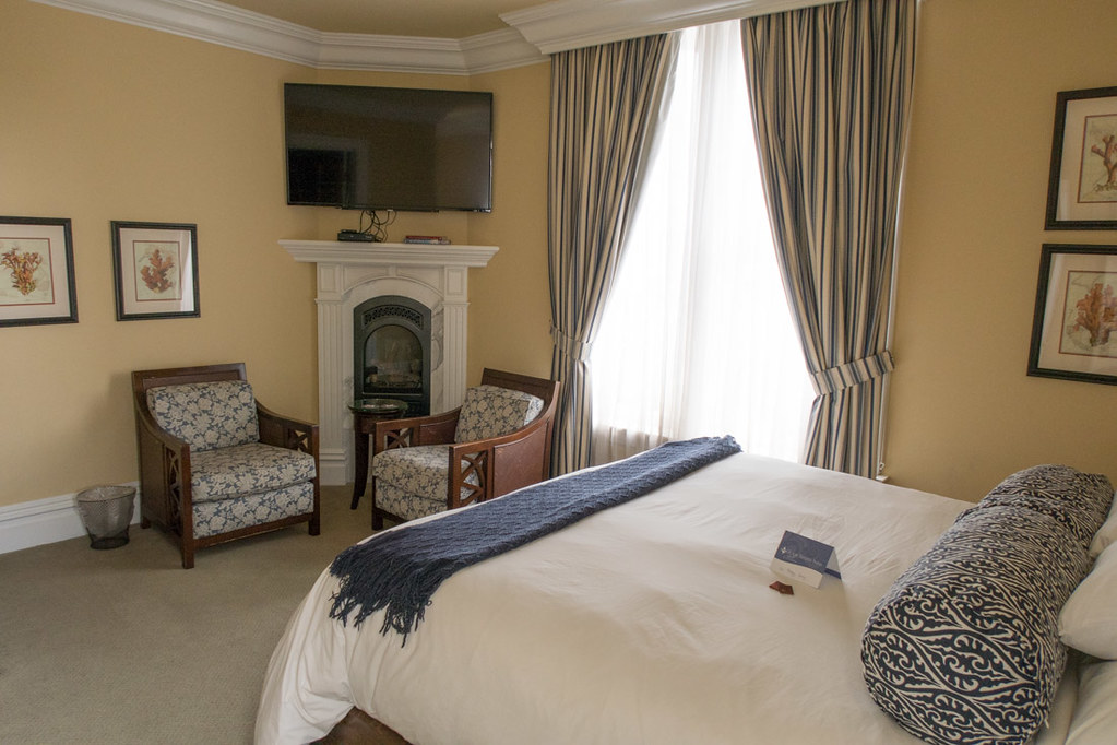 Bed and Sitting Area in Superior King Spa Room at West Cliff Inn