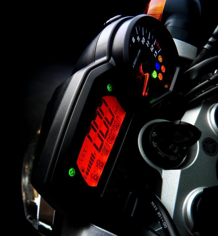 Yamaha FZ1 1000 2015 - 4