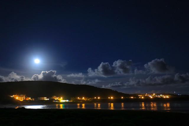 墾丁國家公園鵝鑾鼻海岸的月色(Moon rise @ Kenting national park Erlanubi sea coast)。