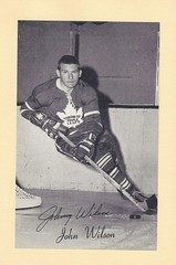 "1944-63 NHL Beehive Hockey Photo / Group II - JOHN ""JOHNNY"" WILSON (Left Wing) (b. 14 June 1929 - d. 27 Dec 2011 at age 82) - Autographed Hockey Card (Toronto Maple Leafs) (#460)"