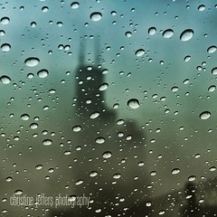 Chicago weather.   #searstower #rain #fog #chicago #chitownphotogs #spring2017  #grunge