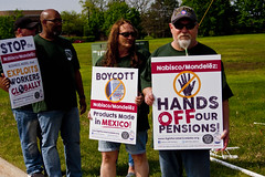 BCTGM Workers Protest Job Outsourcing at Nabisco Shareholders Meeting 5-17-17 7330
