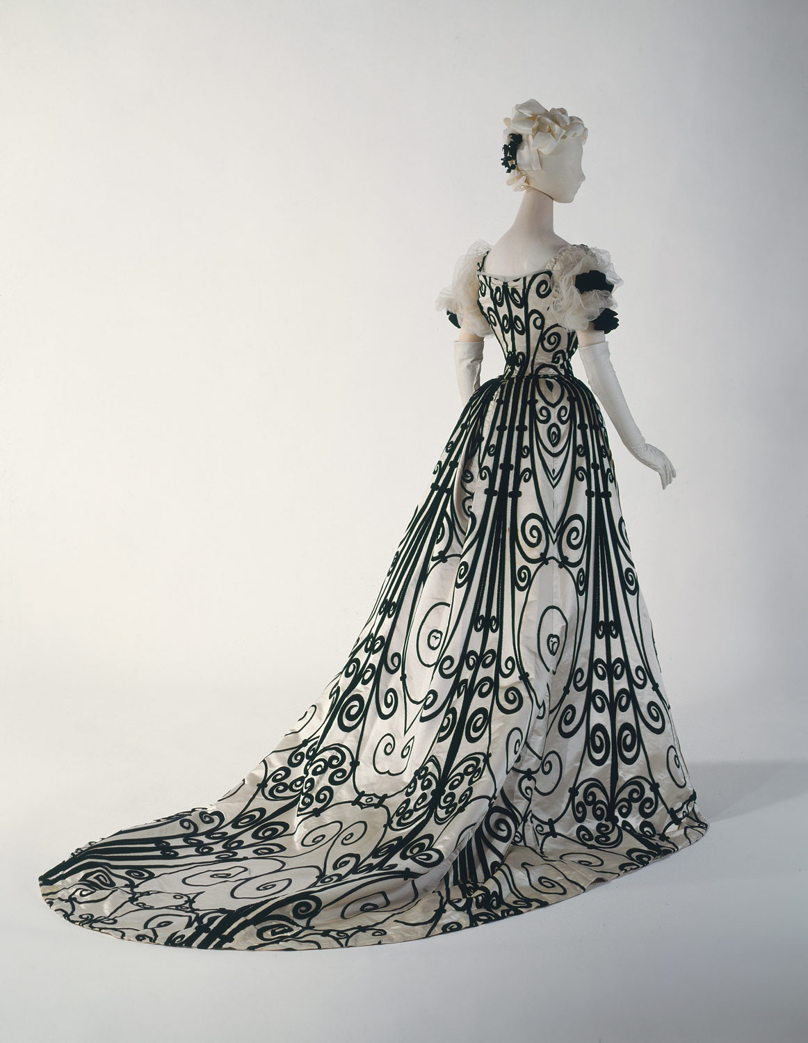 1900 Ball gown. French. House of Worth. Silk. metmuseum