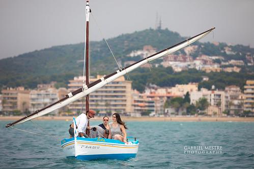 Hissant veles a la bocana del port: la Lola