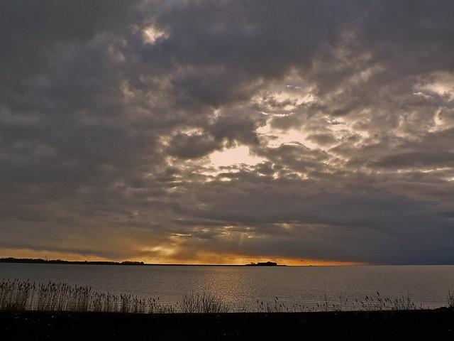 Sunset at the IJsselmeer nearby Makkum, Fryslân - The Netherlands  (1025037)