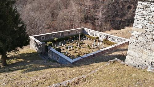 Il cimitero di Savogno