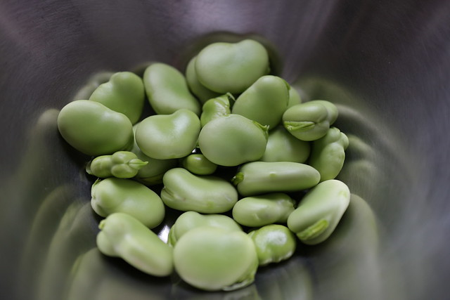 broad beans, Canon EOS M, Canon EF-M 22mm f/2 STM