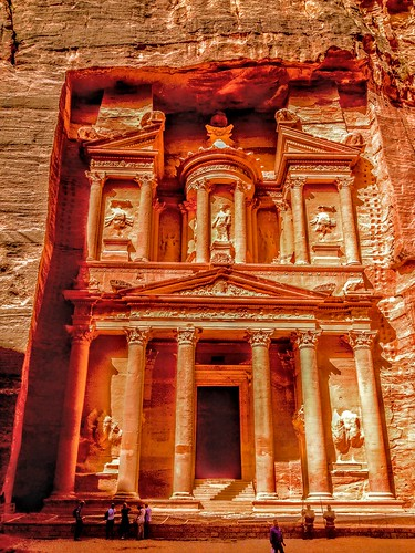 architecture building desert middleeast jordan urn castorandpollux unesco culturalsite worldheritage wondersoftheworld new7wonders new7wondersoftheworld archeological archiological site civilization nabataean history historic ancient mythology vault statue monument columns rosered sandstone rock stone carving tomb treasury alkhazneh petra albatrā