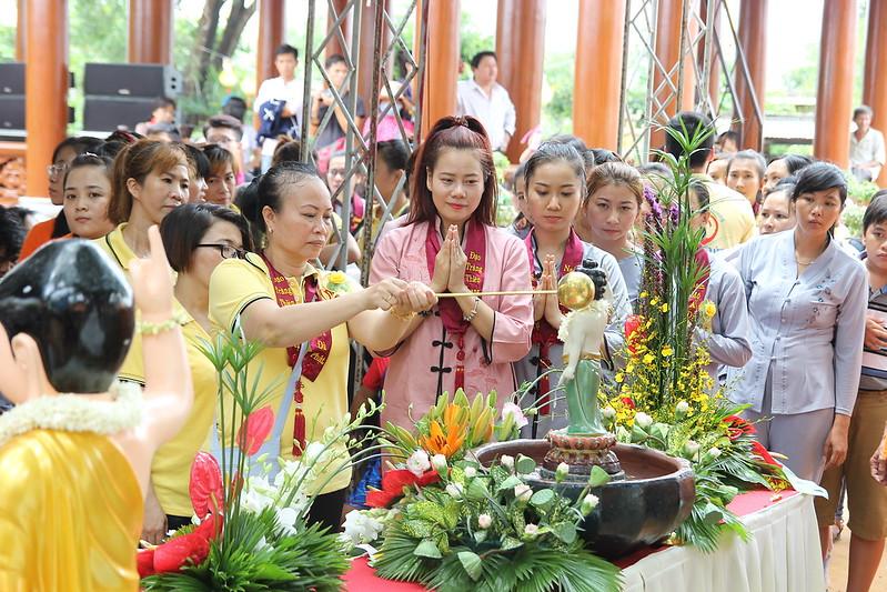 Được tắm Phật nguyện học nguyện học đức tánh trong quang minh (1)
