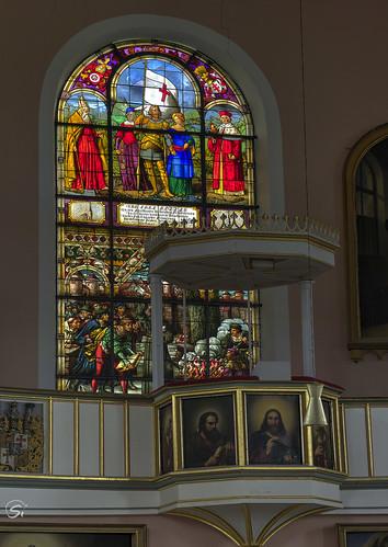 sanktvitikirche kirche wechmar thüringen innen altar kreuz fenstermotive emporen rund bänke säulen architektur hdr