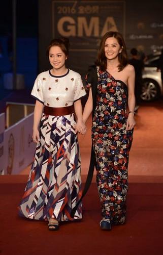 Twins禮服色彩搶眼剪裁摩登,綜合了女孩的甜美及女人的優雅