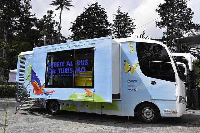 Súbete al bus del turismo