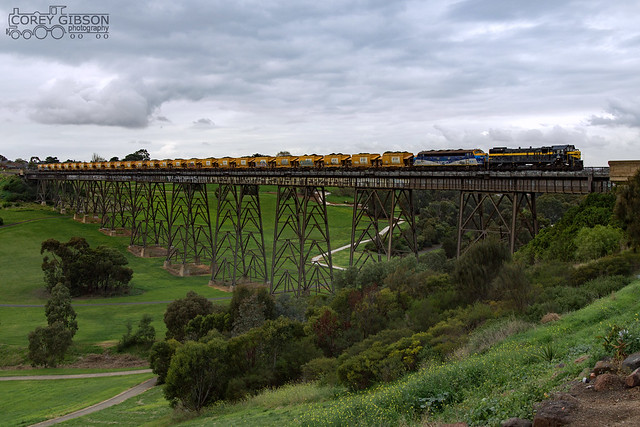 X31 and B76 on 9342 crosses over the Moonee Ponds Viaduct