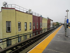 NYC Subway, 05/22/17: apartment windows overlooking the platform at the Cleveland Street station on the J/Z line (IMG_4068)
