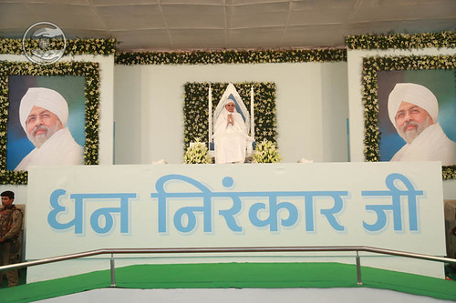 Satguru Mata Savinder Hardev Ji Maharaj on the dais